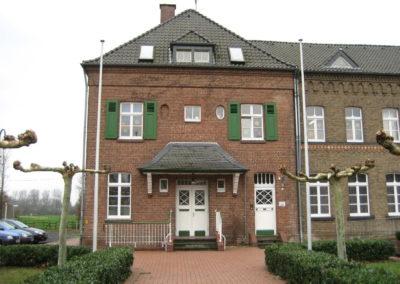 """Aussenansicht der Begegnungsstätte """"Alte Schule Butzheim""""."""