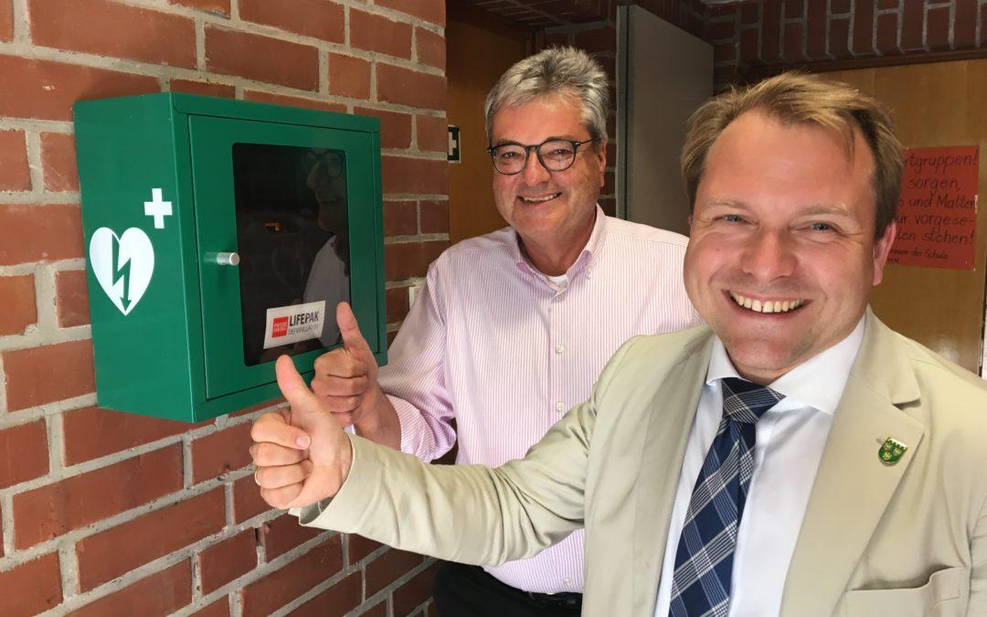 Mehr Sicherheit in Rommerskirchen Installation von Defibrillatoren in Sporthallen